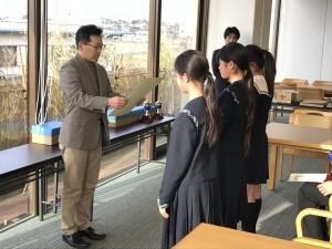 表彰式。埼玉平成の制服が並びます。