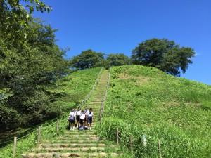 日本最大の円墳「丸墓山古墳」