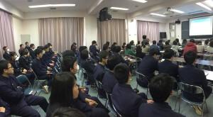 教育講演会は生徒も参加。