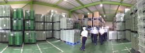 巨大倉庫の商品はPCで管理。