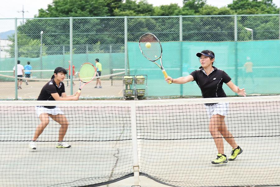 硬式テニス部(女子)の写真